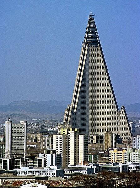 Il Ryugyong Hotel di Pyongyang, in Corea del Nord